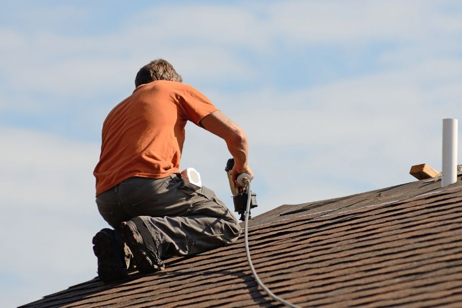 Should You Attempt DIY Roof Repair in Royal Oak Michigan?